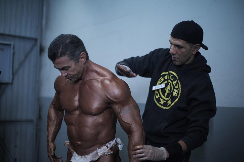 Bodybuilder: Roschdy Zem incarne Vadim, le fidèle préparateur sportif.