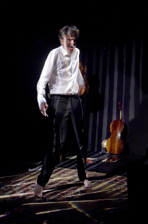 «Le violoncelle poilu», un spectacle en famille