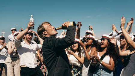 «Drunk» : Retour dans les salles du film de Thomas Vinterberg avec Mads Mikkelsen