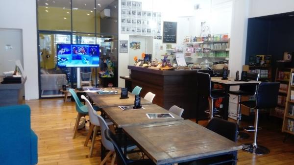 L'Otaku, le salon de thé où il fait bon vivre parmi les mangas