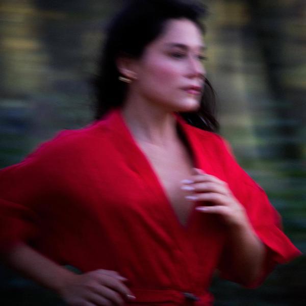 "La Lilloise Amouë a sorti son premier clip solo ""Tes Larmes"""