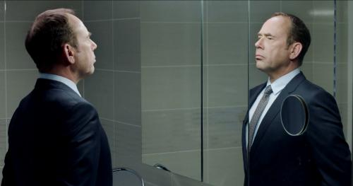 «Ceux qui travaillent» : Olivier Gourmet dans un film implacable sur le monde du travail