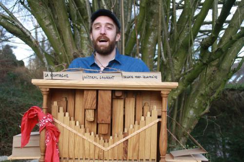 Simon et son orgue de barbarie