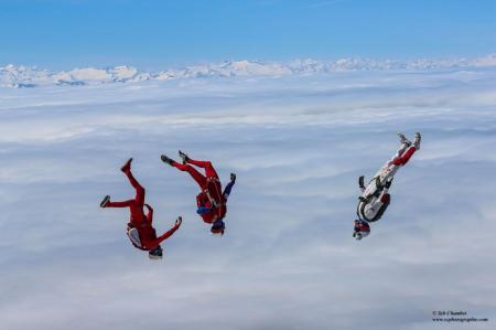Les équipes de France de parachutisme artistique s'entraînent à Maubeuge