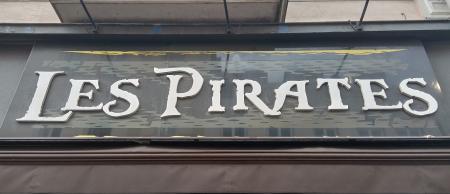 Les Pirates, ses rhums arrangés et ses aquariums…
