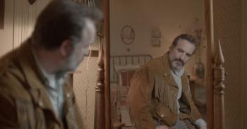 «Le Daim» :  Pour Quentin Dupieux, Jean Dujardin devient complètement dingue